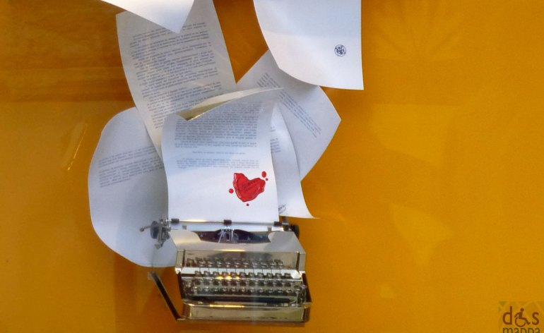 macchina-da-scrivere-vetrina-louis-vuitton-verona