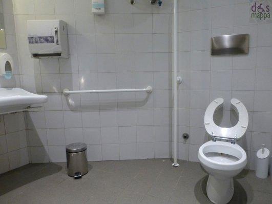 bagno accessibile a carrozzine per disabili - teatro nuovo di verona