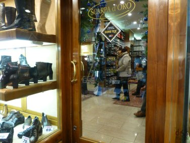 scheda accessibilità negozio scarpa d'oro via cappello verona