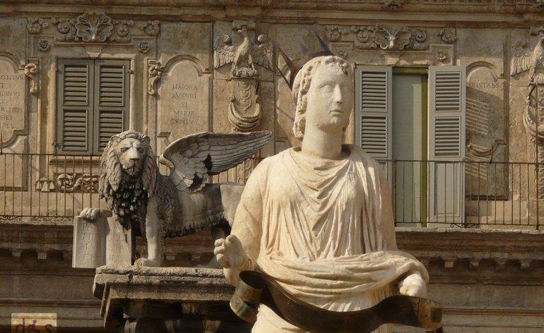 piazza erbe madonna verona leone san marco palazzo maffei