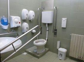 Bagno attrezzato accessibile a persone disabili