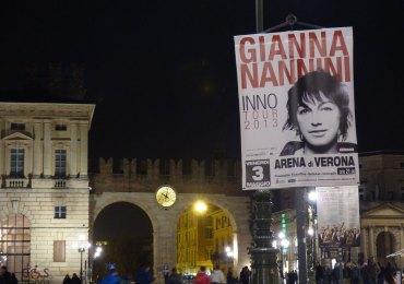 manifesto in piazza bra a verona per il concerto all'arena di gianna nannini