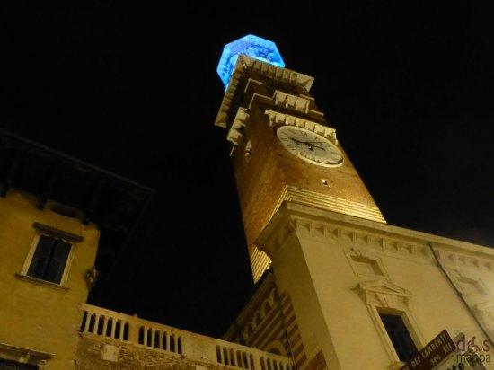 illuminata di Blu in occasione della Giornata Mondiale per la Consapevolezza dell'Autismo