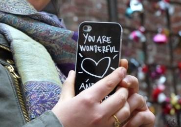 you are wonderful scritta su cover cellulare alla casa di giulietta di verona