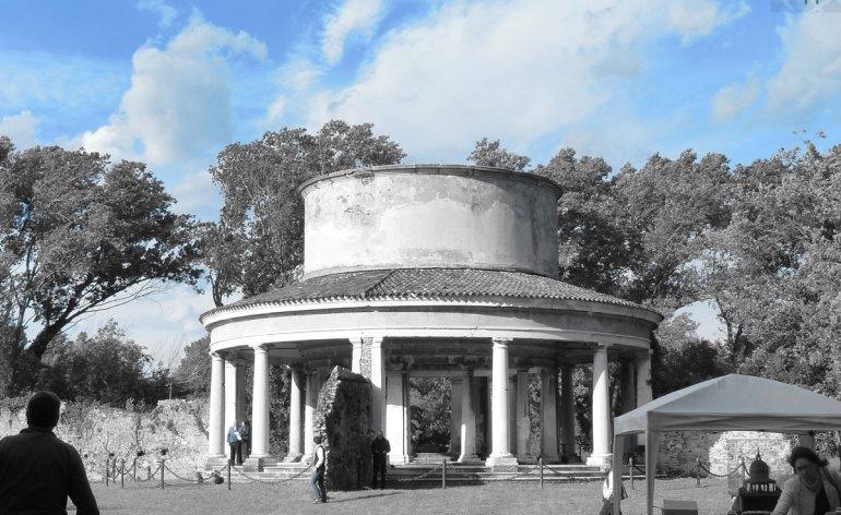 Rielaborazione delle foto, in bianco e nero e un colore, del Lazzaretto di Verona