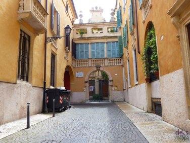 Casa natale di Evaristo Felice Dall'Abaco (Verona, 12 luglio 1675 – Monaco di Baviera, 12 luglio 1742) compositore e violoncellista italiano.