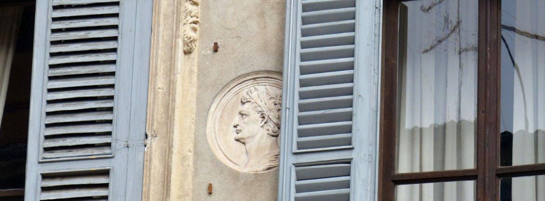 Palazzo Carlotti, di proprietà dell'omonima famiglia, è un palazzo del XVII secolo, in stile barocco, che si trova nel centro di Verona, all'inizio di Corso Cavour. Palazzo Carlotti è stato costruito sullo scheletro di due palazzi precedenti, che sono stati in parte incorporati nella struttura. I lavori iniziarono intorno al 1666 sotto la supervisione del progettista Prospero Schiavi, con Gerolamo Carlotti come committente dell'opera. La casa venne ampliata diverse volte, l'ultima nel 1698. Nel 1777 l'edificio è stato ristrutturato, dopo che parte della facciata era crollata.