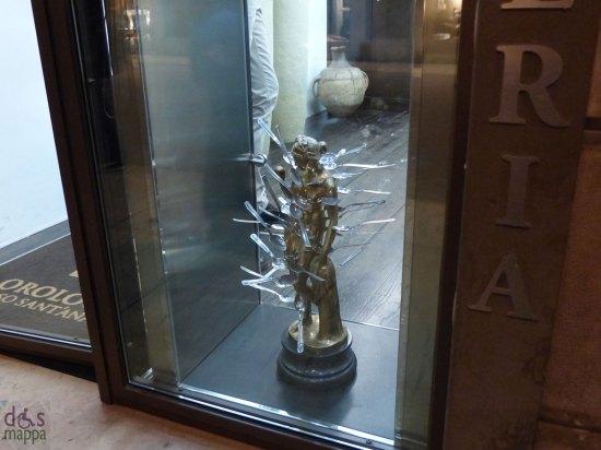 scultura con cucchiai corso sant'anastasia verona