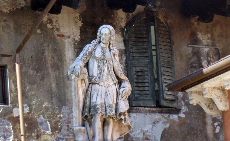 statua-scipione-maffei-piazza-signori-verona