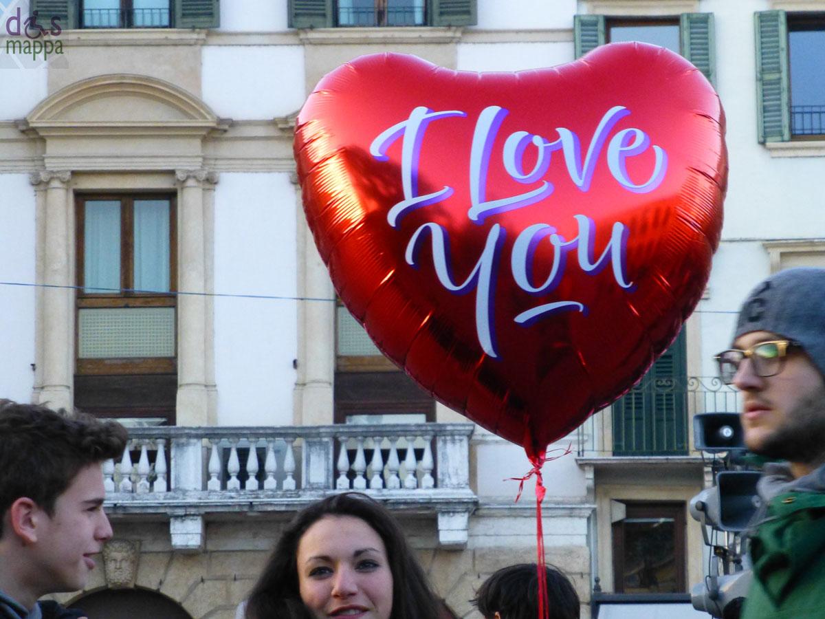 I love you con bacio dismappa per verona accessibile - La porta rossa film completo ...