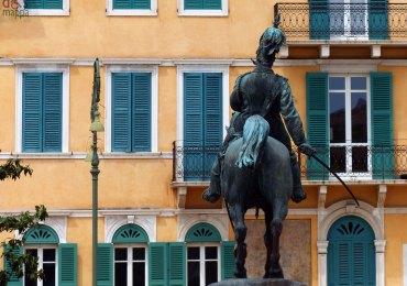La statua di Vittorio Emanuele II in Piazza Bra