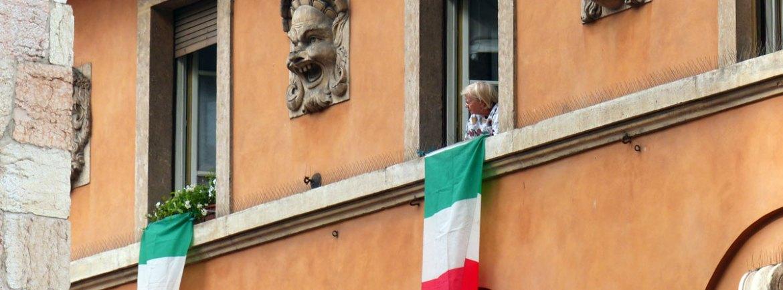 festa della repubblica a verona Bandiere in Corso Porta Nuova