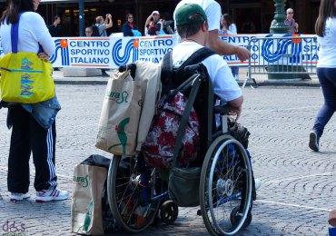 ragazzo disabile in carrozzina a la grande sfida in piazza bra a verona