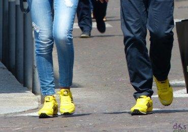 Scarpe gialle per due