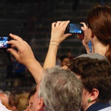 foto alla scenografia In occasione del Bicentenario Verdiano l'Arena di Verona celebra il maestro con la Messa da Requiem, suonata da Orchestra e Coro della Fondazione Arena di Verona e Orchestra e Coro della Fondazione La Fenice di Venezia.