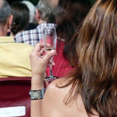 in platea con il prosecco In occasione del Bicentenario Verdiano l'Arena di Verona celebra il maestro con la Messa da Requiem, suonata da Orchestra e Coro della Fondazione Arena di Verona e Orchestra e Coro della Fondazione La Fenice di Venezia.