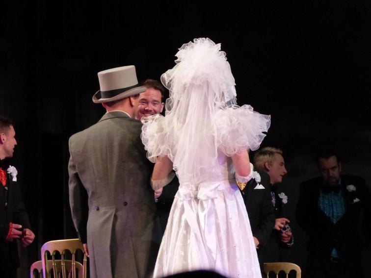 The Taming of the Shrew (La bisbetica domata) in lingua originale con sopratitoli in italiano, proposta dal 25 al 27 luglio al Teatro Romano dalla compagnia inglese tutta maschile Propeller, chiude il 65° Festival Shakespeariano. La regia è di Edward Hall. Per il gran finale, il 65° Festival Shakespeariano dell'Estate Teatrale Veronese punta su una commedia giovanile del Bardo che il pubblico di tutti i tempi ha mostrato di amare molto: La bisbetica domata. L'allestimento, in scena da giovedì 25 a sabato 27 luglio (alle 21.15) al Teatro Romano, presenta un particolare motivo di interesse: è recitato in lingua originale con sopratitoli in italiano da quella che viene considerata a pieno titolo la compagnia britannica che meglio interpreta l'opera e lo spirito di Shakespeare, la prestigiosa Propeller Theatre Company. La regia è di Edward Hall. Proprio come ai tempi del grande autore inglese, la compagnia è composta di soli uomini che, dunque, nella commedia The Taming of the Shrew (questo il titolo originale) interpretano anche ruoli femminili.