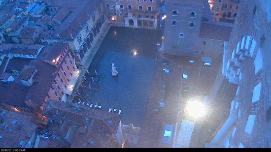 20130826-webcam-verona-piazza-dante-pioggia