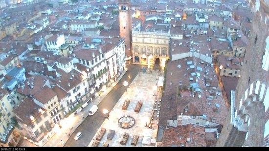20130826-webcam-verona-piazza-erbe-pioggia