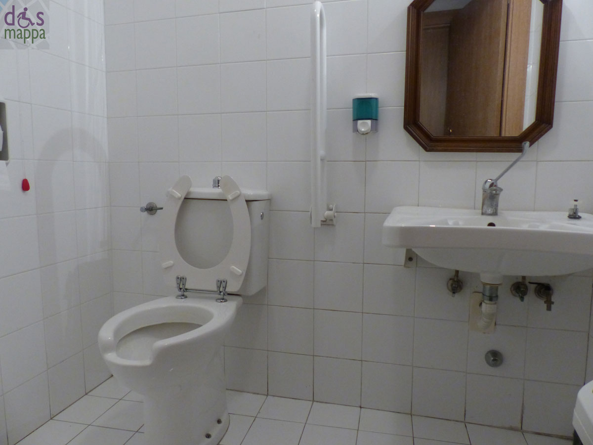 Il bagno accessibile del panificio barbieri in via stella dismappa per verona accessibile - Misure bagno minime ...