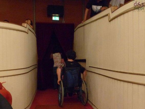 Il Teatro Nuovo di Verona ha l'entrata da Piazzetta Navona a livello del marciapiede, e non presenta alcuna barriera per l'accesso alla platea o al bagno attrezzato (vedi anche Scheda accessibilità bagno).