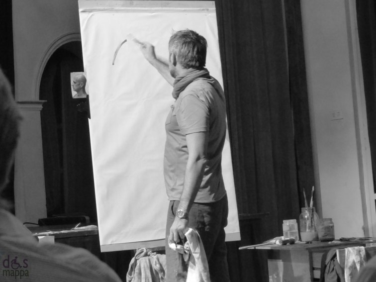 TheatreArt Verona 2013 - Venerdì 13 settembre ore 21.00 [Piccolo Teatro di Giulietta] OPUS: ASCOLTO VISUALE evento di musica e arte con TommasoPedriali   NicolaNannini   composizioni per basso elettrico, chitarre e olio su carta {ingresso libero} Nicola Nannini, insieme al chitarrista Tommaso Pedriali, dà vita ad una performance pittorica dal vivo «sonorizzata» dal musicista che interpreta i vari momenti del dipinto – il ritratto di una persona qualsiasi – portato a compimento attraverso varie fasi: l'osservazione, l'introspezione, lo sbozzo, la realizzazione del quadro vero e proprio, fino a quella calma che segue il «furore» artistico. Quasi come planare dopo un volo con la sola forza del vento.