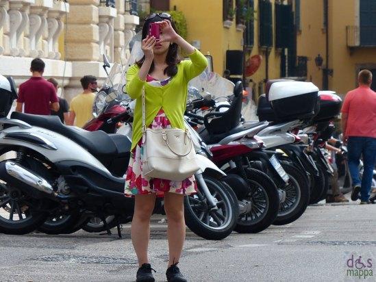 20130916-foto-turista-piazza-indipendenza-verona