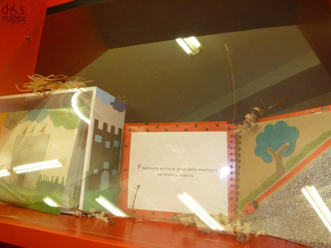 La Biblioteca Civica Ragazzi ha organizzato nel mese di dicembre 2012 numerose iniziative dedicate ai Libri Tattili. (Locandina). Dal 3 al 31 Dicembre 2012 MOSTRA DI LIBRI TATTILI Nella Galleria della Biblioteca Civica Ragazzi 5 dicembre 2012 ore 16,30 LABORATORIO Condotto da MARTA & SABA In Biblioteca Civica Ragazzi Per bambini dai 4 ai 9 anni con i genitori E' necessaria l'iscrizione, in Biblioteca oppure compilando questo modulo online 15 dicembre 2012 ore 10-13 CONVEGNO sull'utilizzo dei libri tattili In Sala Farinati, Biblioteca Civica La partecipazione è libera. Se richiesto, è rilasciato un attestato di partecipazione. (Programma) 18 dicembre 2012 ore 17,00 LABORATORIO BIBLIOTERAPIA Condotto da MARCO DALLA VALLE ed EMILIANO MARTINELLI all'arpa In Biblioteca Civica Ragazzi Per bambini dai 3 ai 7 anni con i genitori E' necessaria l'iscrizione, in Biblioteca oppure compilando questo modulo online Tutte le attività sono gratuite.