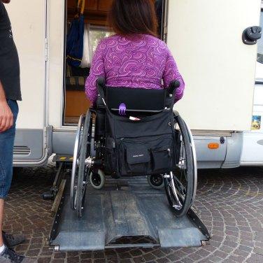Camper attrezzato accessibile a disabili: pedana elevatrice per carrozzina