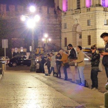Vigil Donne in nero davanti al Comune di Verona