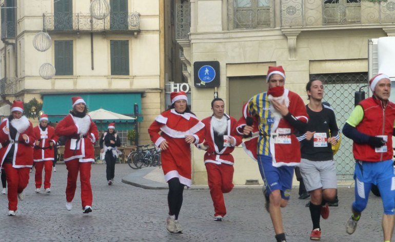 20121216-christmas-run-verona-via-roma
