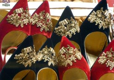 Scarpe rosse, nere e oro Le vetrine del Natale 2012 nel negozio di Dolce e Gabbana in via Mazzini a Verona