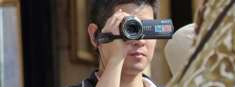 20130825-turista-videocamera-sony-verona