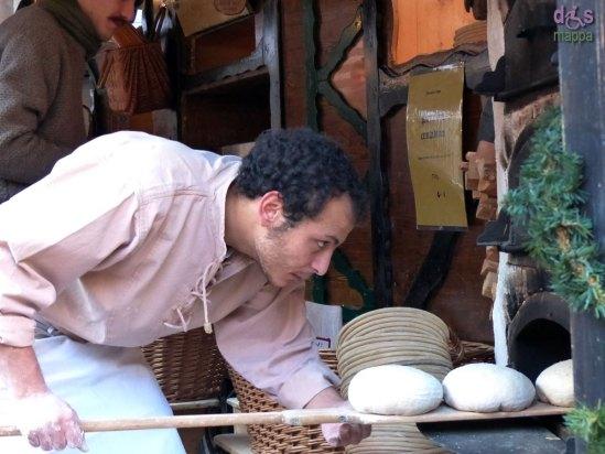 il forno con il pane del contadino al mercatino di norimberga in piazza dante a verona