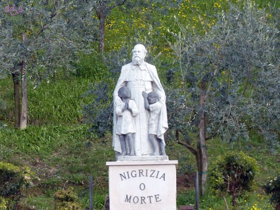 20130402 nigrizia o morte statua don comboni verona