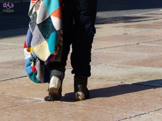 20140306 Donna con coperta close-up Piazza Erbe Verona