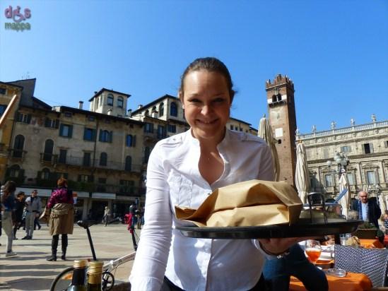 20140309 Cameriera Ristorante Anselmi Piazza Erbe Verona