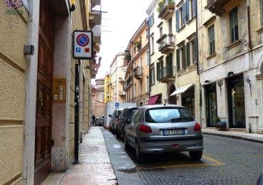 201140330 Parcheggio disabili vicolo Stella Verona