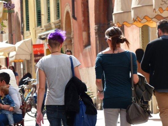 20140406 Ragazza capelli viola via Stella Verona