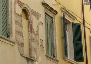 20140525 Arco antico finestre palazzo Veronetta