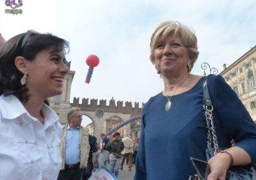 Assessore Anna Leso e Chiara Tommasini CSV alla Festa del volontariato in Piazza Bra a Verona