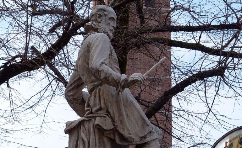 La statua del pittore Paolo Veronese sul lungadige a Verona