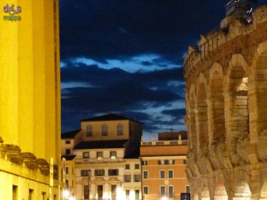 Veduta del cielo sopra il Liston tra Palazzo Barbieri (Comune di Verona) e l'Arena di Verona
