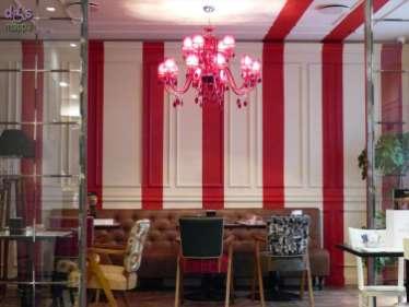 Caffé Wallner è una pasticceria e gelateria con tavolini all'aperto in via Roma, entrata con rampa, spazi interni ampi e confortevoli, se nella prima sala i tavoli sono alti ci si può accomodare nelle altre salette. Davvero una rarità in centro storico, entrambi i bagni sono accessibili alle carrozzine: quello per gli uomini è anche attrezzato e dispone di fasciatoio.