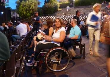 20140813 Spettatrice carrozzina Teatro Romano Verona