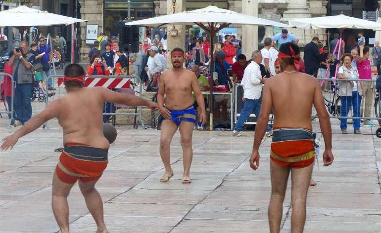 Tocatì - Festival Internazionale dei Giochi di strada 2014 TOCAMESSICO Galleria fotografica giochi in Piazza delle Erbe, Piazza dei Signori e Piazza Indipendenza
