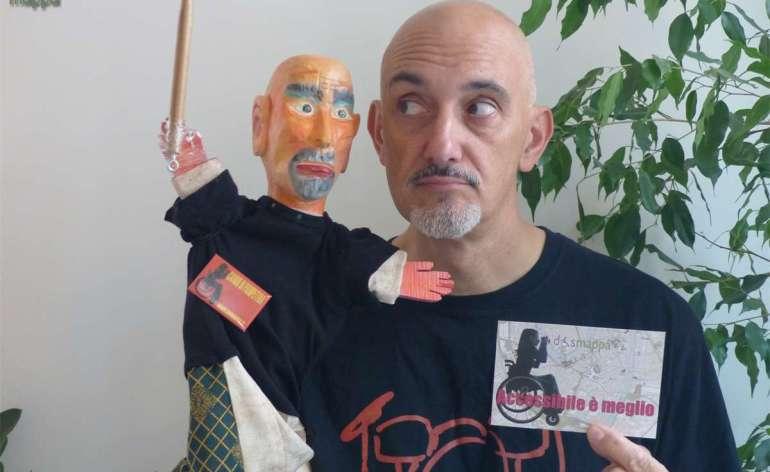 Il batterista Luca Pighi in duetto con il suo burattino Luchino per una testimonianza di accessibilità piena di ritmo... e amore