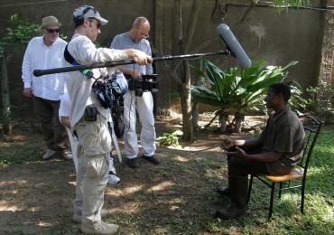 """""""MEDICI CON L'AFRICA"""", film documentario di Carlo Mazzacurati"""
