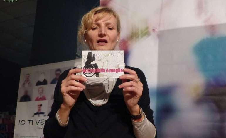 """La fotografa Beatrice Pavasioni testimone per dismappa all'inaugurazione della mostra Io ti vedo così - Ipovisioni e non visioni al Festival """"Non c'è differenza"""" al Teatro Laboratorio"""