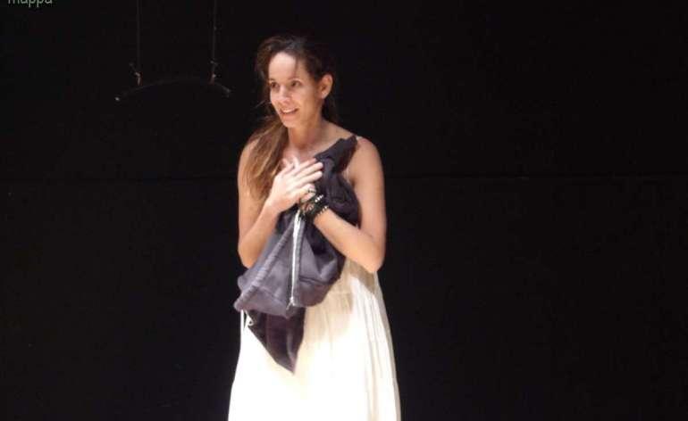 """Naya Dedemalain interprete di Gaya, scritto e diretto da Giuseppe Di Bello, per il Festival """"Non c'è differenza"""" al Teatro Laboratorio"""
